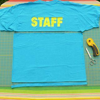 Tutorial para hacer trapillo con camiseta.  Debajo un boton...
